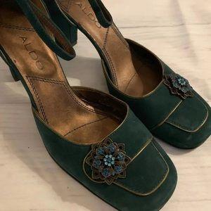 New green suede Aldo chunky heels size 40 10